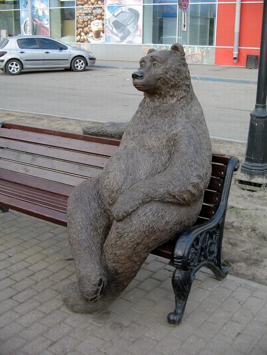 Velikiy Novgorod city, Russia sitting bear view