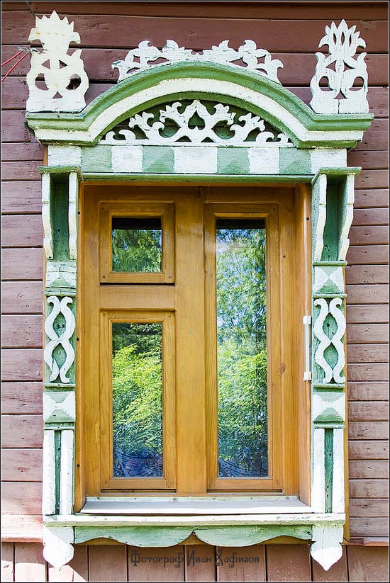 The window frames of Kostroma city · Russia travel blog
