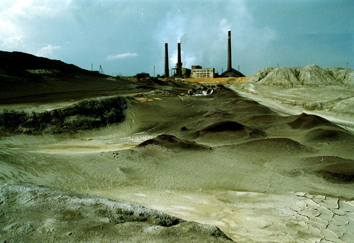 http://russiatrek.org/blog/wp-content/uploads/2011/07/karabash-probably-most-polluted-city-5.jpg