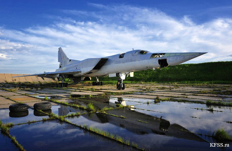 to be cut for metal. The airfield is abandoned. The photos by KFSS.ru