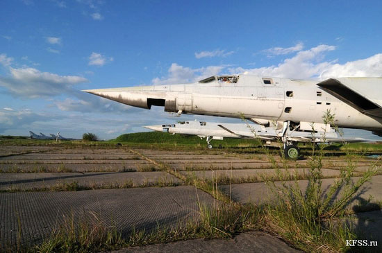 Vozdvizhenka - abandoned air base in Prymorye, Russia view 6