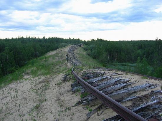 Abandoned Transpolar railway Salekhard-Igarka, Russia view 1