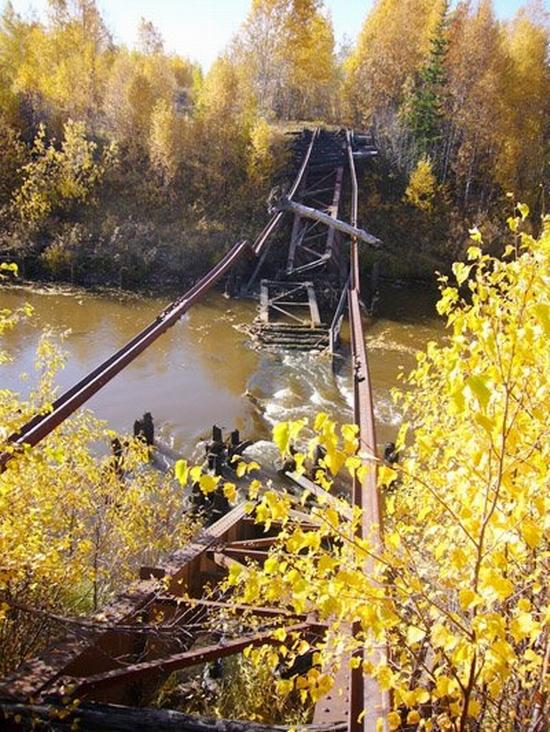 Abandoned Transpolar railway Salekhard-Igarka, Russia view 4