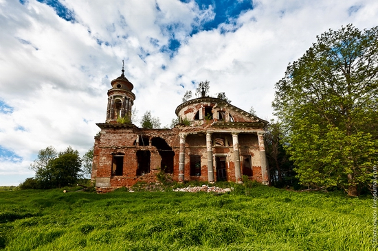 Abandoned Znamenskaya church, Russia view 1