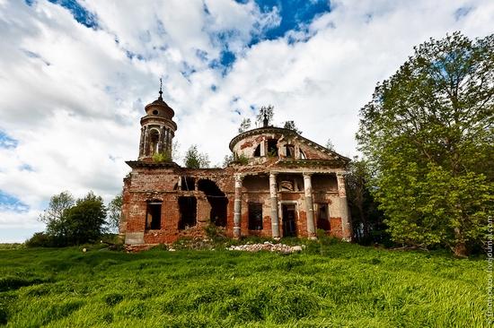 Abandoned Znamenskaya church, Russia view 1