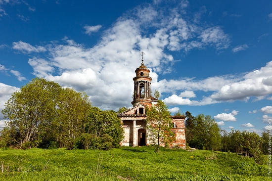 Abandoned Znamenskaya church, Russia view 3