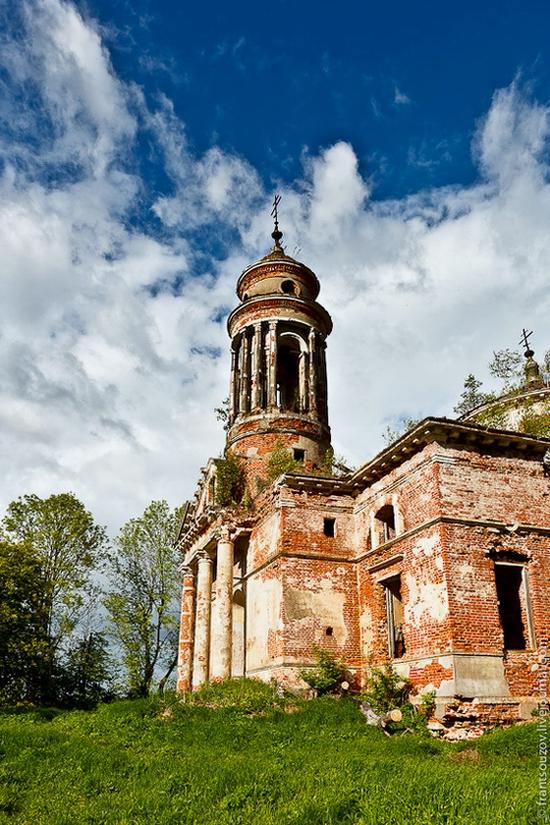 Abandoned Znamenskaya church, Russia view 4