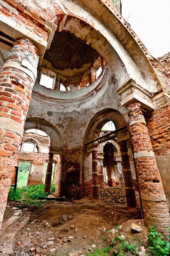 Abandoned Znamenskaya church, Russia view 6