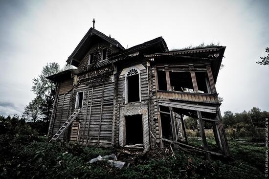 Wooden house, Ostashevo, Kostroma oblast, Russia view 17
