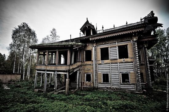 Wooden house, Ostashevo, Kostroma oblast, Russia view 3