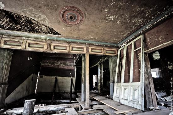 Wooden house, Ostashevo, Kostroma oblast, Russia view 9