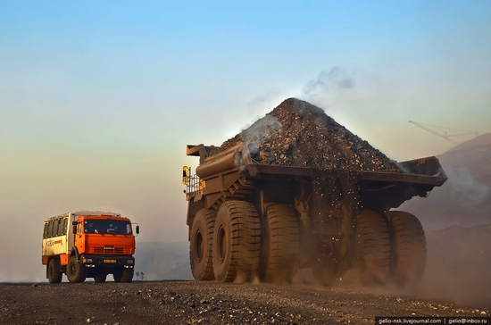 BelAZ 75600 - biggest truck in the former USSR view 1
