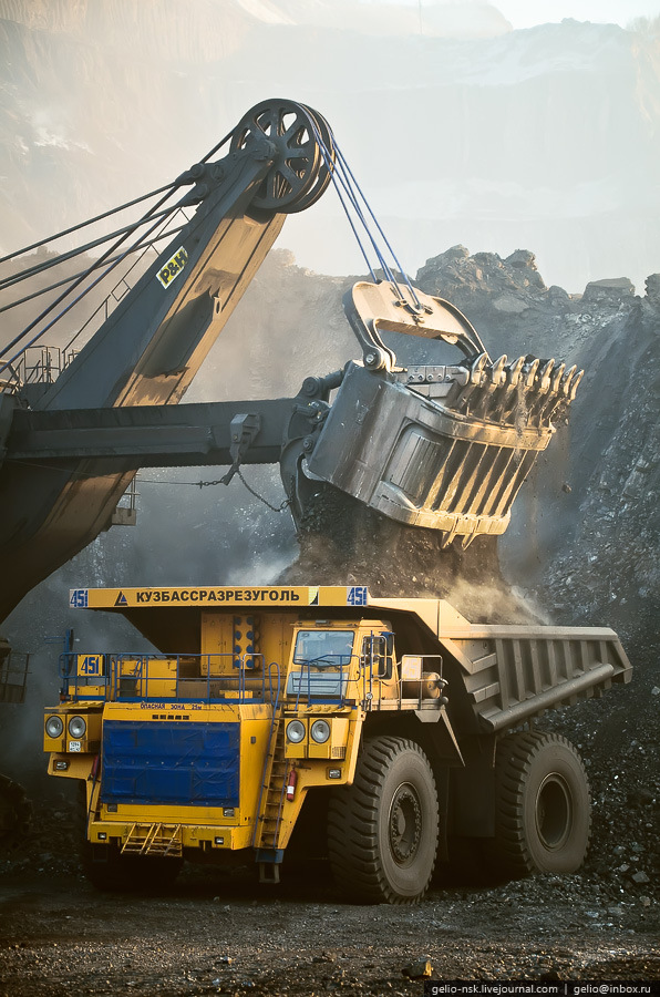 """""""BelAZ 75600"""" – the biggest truck in the former USSR ..."""