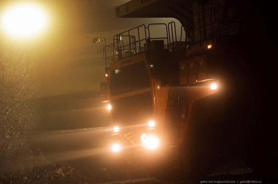 BelAZ 75600 - biggest truck in the former USSR view 16