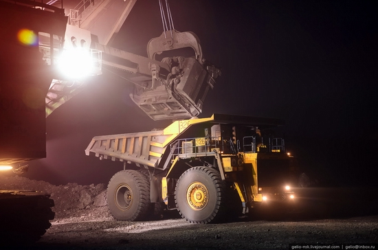 BelAZ 75600 - biggest truck in the former USSR view 17