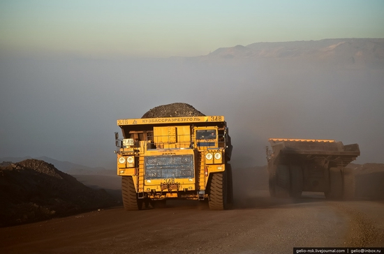 BelAZ 75600 - biggest truck in the former USSR view 3
