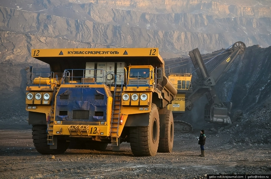 BelAZ 75600 - biggest truck in the former USSR view 6