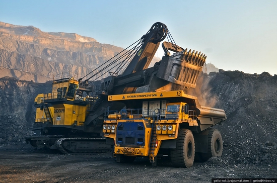 BelAZ 75600 - biggest truck in the former USSR view 7