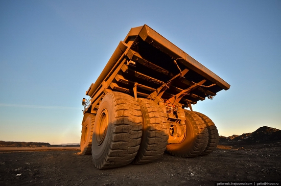 BelAZ 75600 - biggest truck in the former USSR view 8