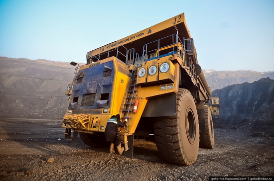 BelAZ 75600 - biggest truck in the former USSR view 9