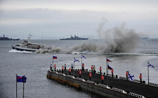 Navy Day celebrations, Vladivostok, Russia photo 12
