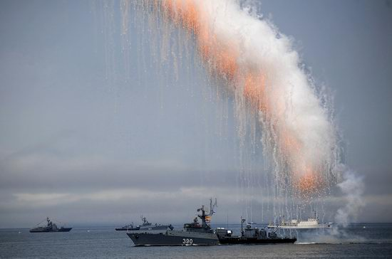 Navy Day celebrations, Vladivostok, Russia photo 21