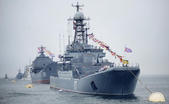 Navy Day celebrations, Vladivostok, Russia photo 7