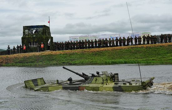 Military exercises, surmounting water obstacles, Russia photo 11
