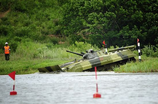 Military exercises, surmounting water obstacles, Russia photo 12