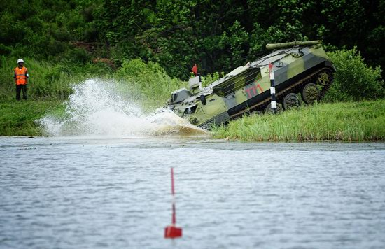 Military exercises, surmounting water obstacles, Russia photo 16