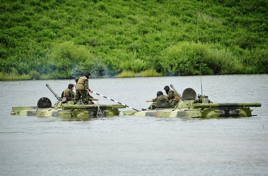 Military exercises, surmounting water obstacles, Russia photo 22