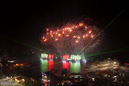 Light show in honor of the APEC Summit in Vladivostok, Russia photo 11