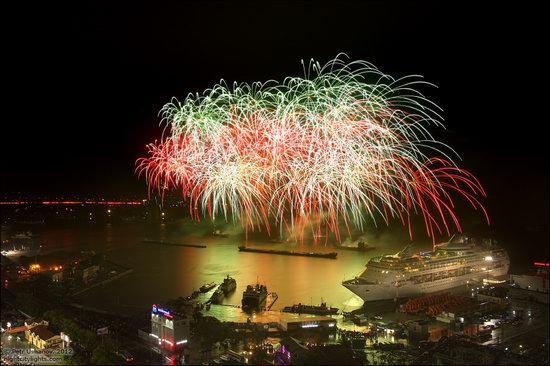 Light show in honor of the APEC Summit in Vladivostok, Russia photo 13