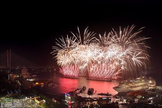 Light show in honor of the APEC Summit in Vladivostok, Russia photo 3