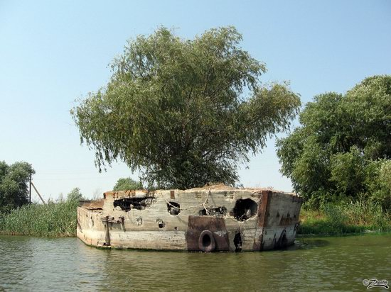 Abandoned concrete ship, Astrakhan region, Russia photo 1