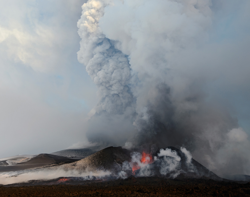 eruption of volcano plosky tolbachik in kamchatka 183 russia