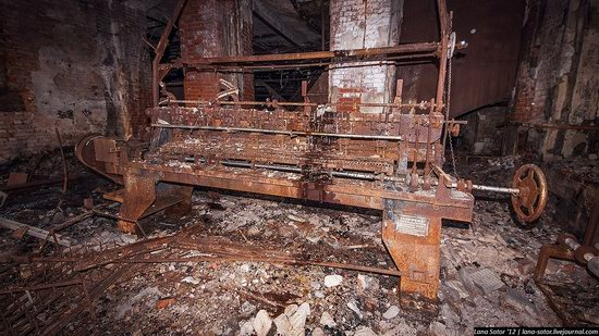 Abandoned textile factory that burned down, Russia photo 10