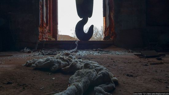 Abandoned textile factory that burned down, Russia photo 12