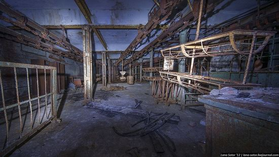 Abandoned textile factory that burned down, Russia photo 16