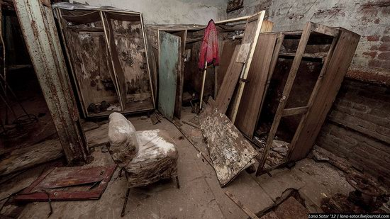 Abandoned textile factory that burned down, Russia photo 24