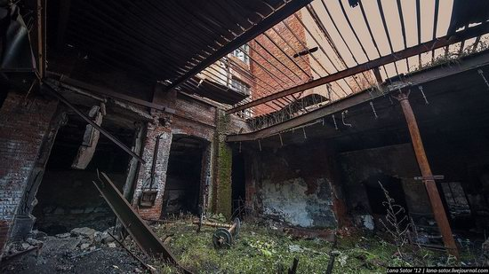 Abandoned textile factory that burned down, Russia photo 3