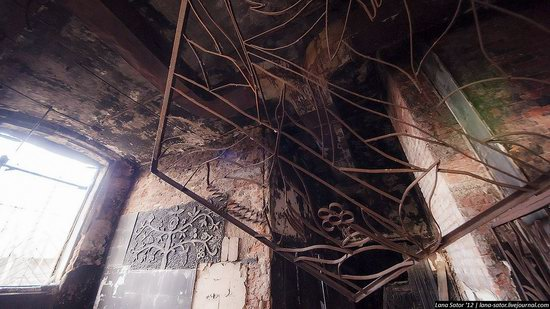 Abandoned textile factory that burned down, Russia photo 4