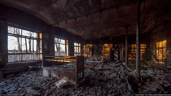 Abandoned textile factory that burned down, Russia photo 5