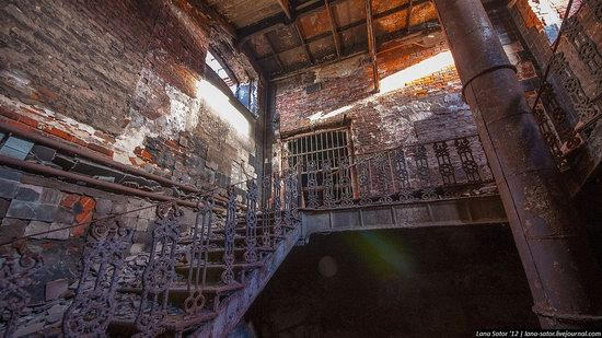 Abandoned textile factory that burned down, Russia photo 9