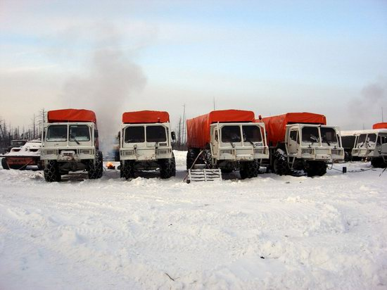 The life of a typical seismic prospecting crew in Russia photo 14