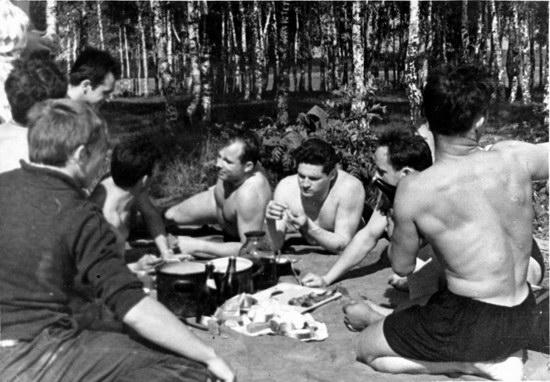 The first Soviet cosmonauts picnic, photo 18