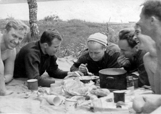 The first Soviet cosmonauts picnic, photo 4