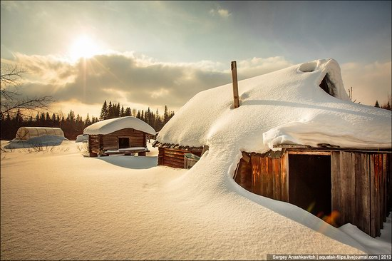 Khanty people cabins in winter, Russia photo 1
