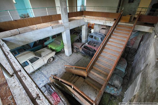 Abandoned Summer Camp with Retro Cars, Moscow region, Russia photo 12