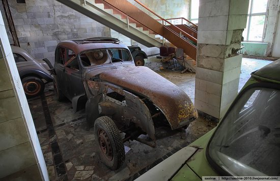 Abandoned Summer Camp with Retro Cars, Moscow region, Russia photo 13